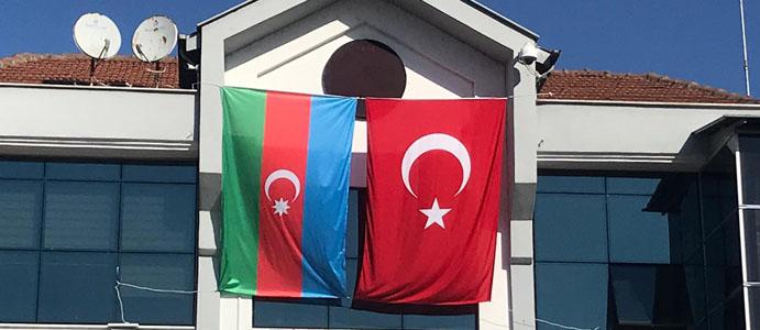 BELEDİYEDEN AZERBAYCAN'A BAYRAKLI DESTEK