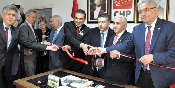 CHP, YENİ BİNASINA TAŞINDI