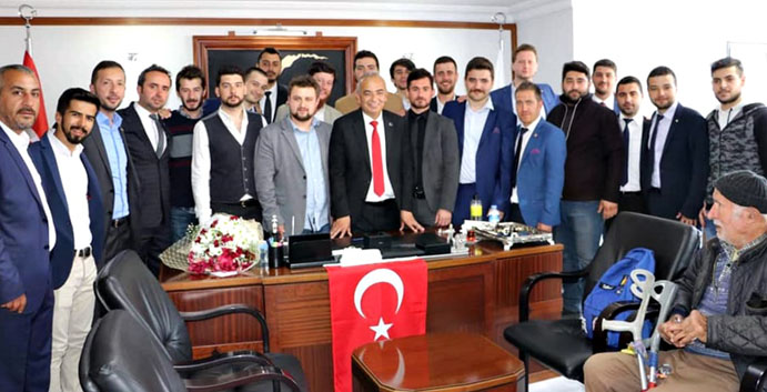 CHP'Lİ GENÇLER ZAFERE İMZA ATTI