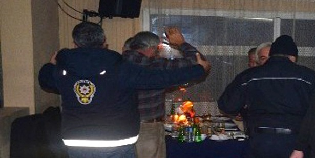 DEVREK'TE POLİS EĞLENCE MEKANLARINI BASTI