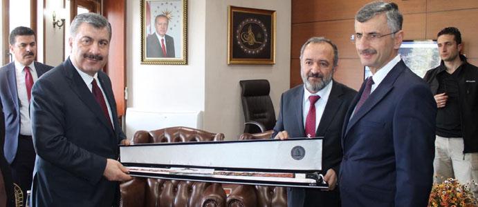 SAĞLIK BAKANI DR. FAHRETTİN KOCA'YA 'DEVREK BASTONU'