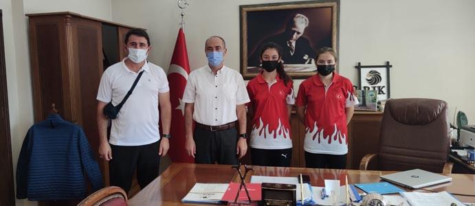 TURNUVANIN YILDIZ SPORCULARI KAYMAKAM ALTAY'I ZİYARET ETTİ