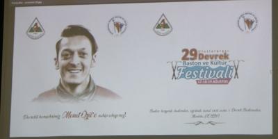 BASTON FESTİVALİNİN TEMASI MESUT ÖZİL
