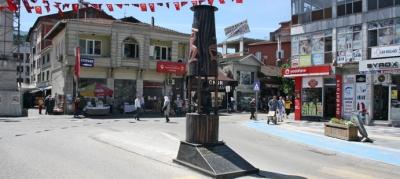 """""""MADENCİ FENERİ ANITI"""" 3 YIL ARADAN SONRA YENİDEN YERİNE KONULDU"""