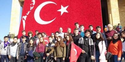 ÖĞRENCİLERLE BİRLİKTE ANITKABİR'İ ZİYARET ETTİ